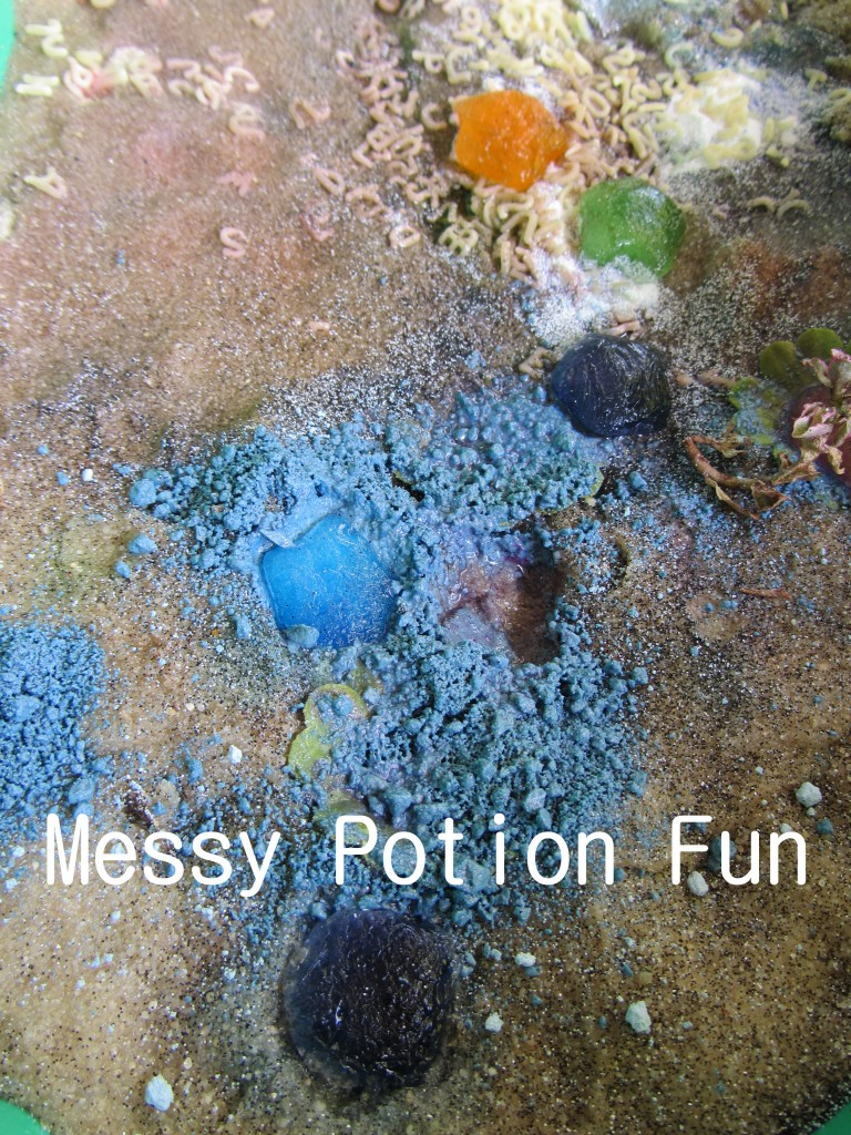 5 Ways to Use Your Water Table #kidsactivities #outsidefun #outdoorplay | mybigfathappylife.com