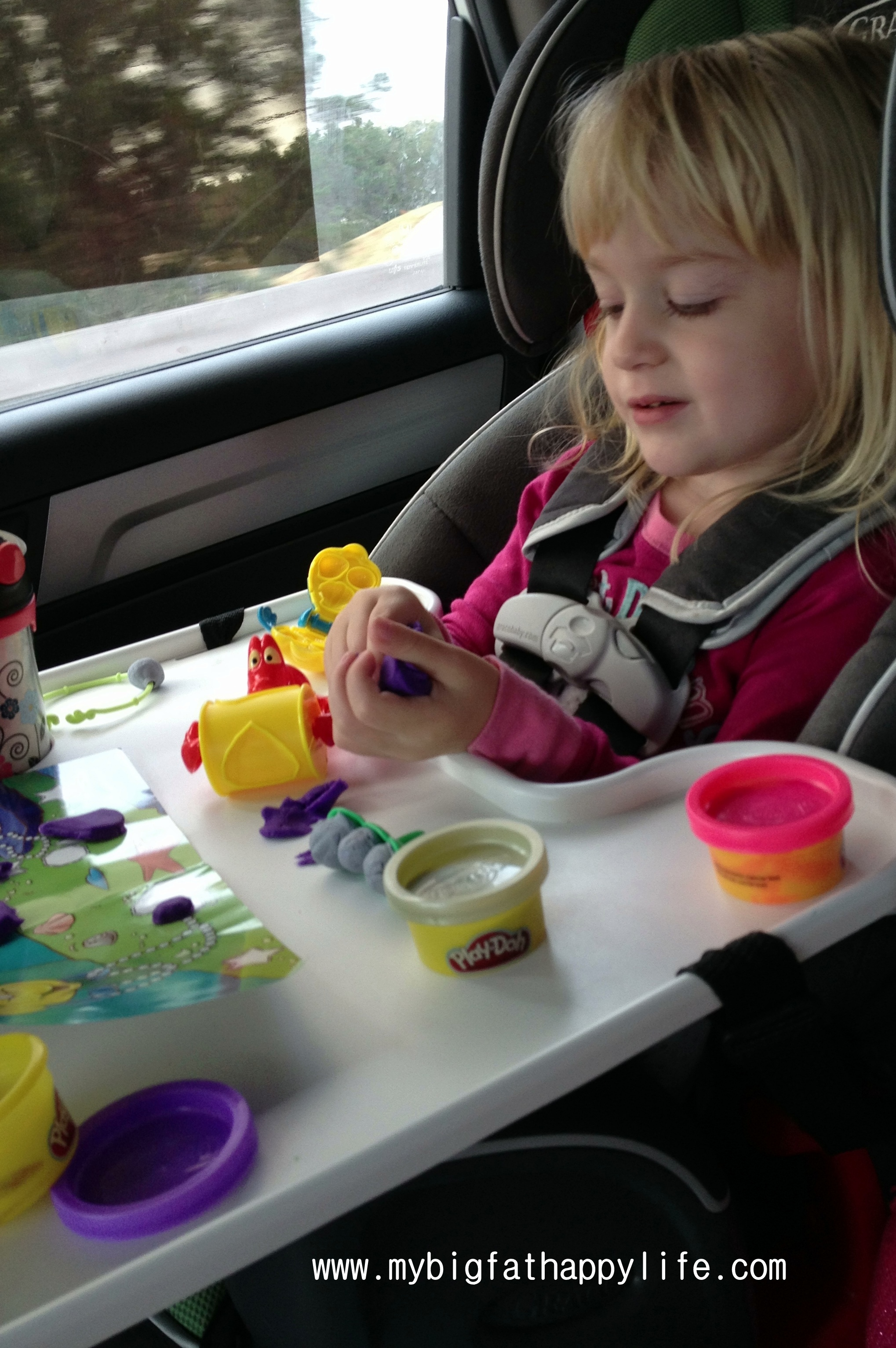 Tips For Entertaining Your Toddler On An Airplane Or Road