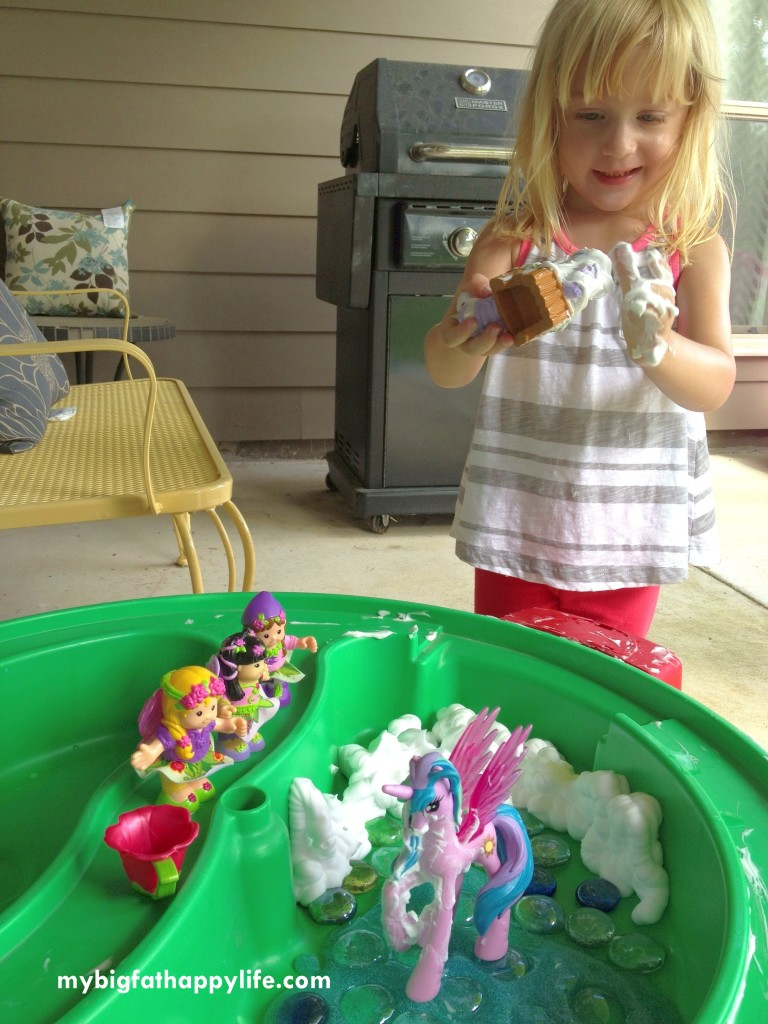Fantasy Small World Play #imaginativeplay #Kidsactivities #messyplay | mybigfathappylife.com