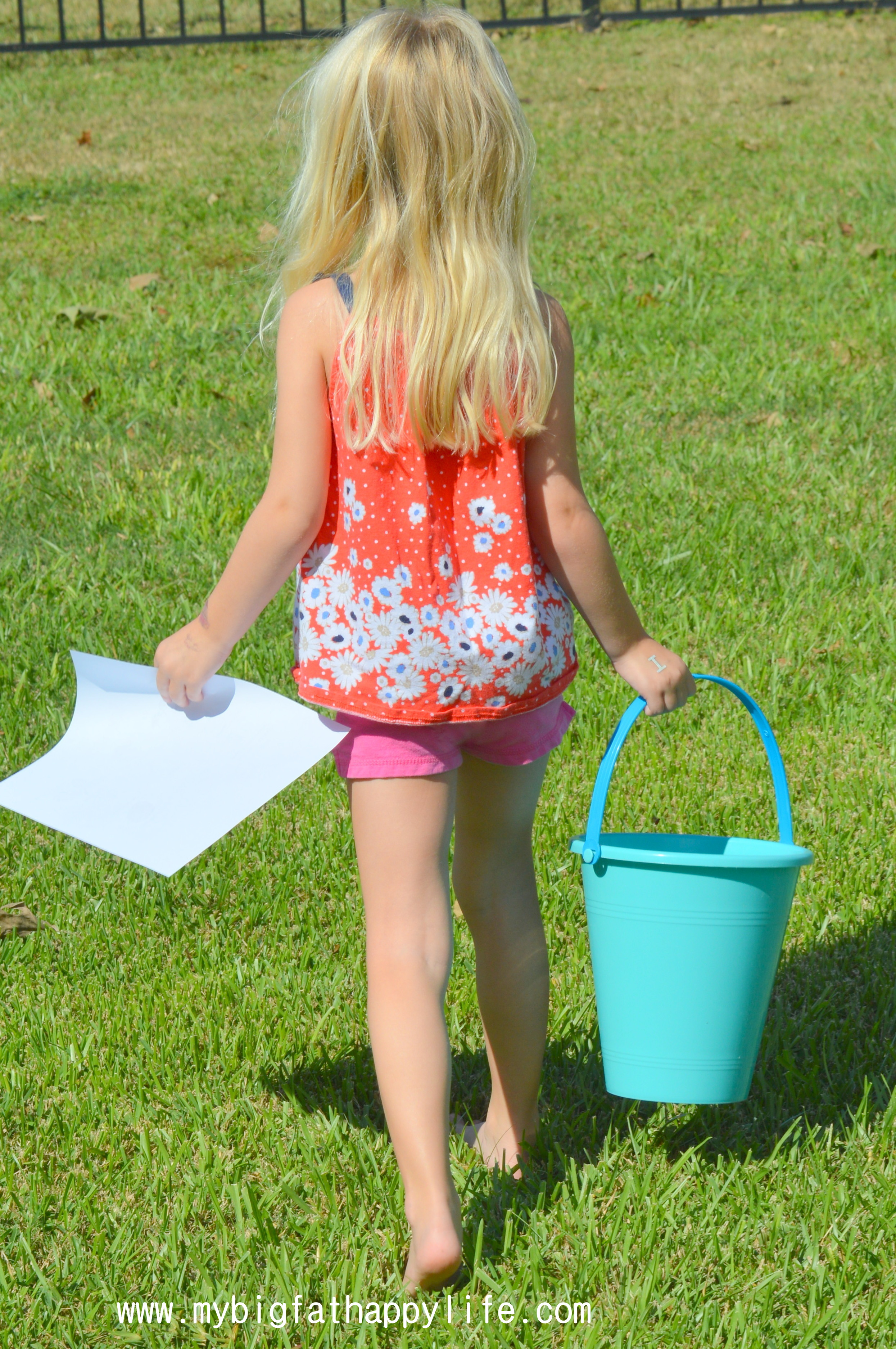 how to have a backyard scavenger hunt with free printable my big