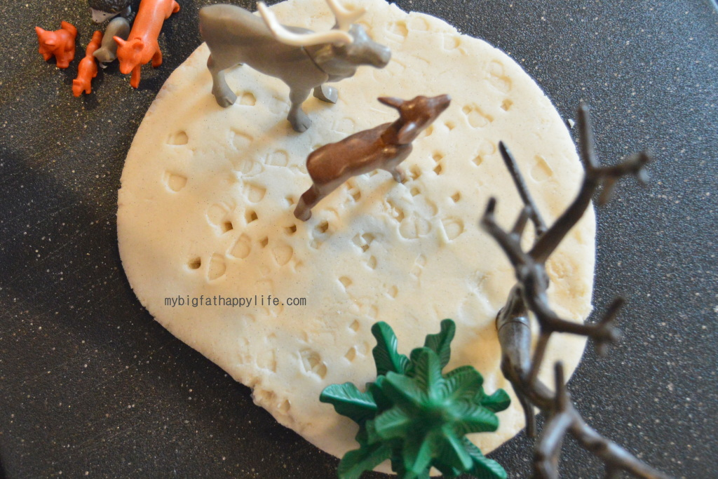Animal Tracks Playdough #kidactivity #imaginativeplay | mybigfathappylife.com