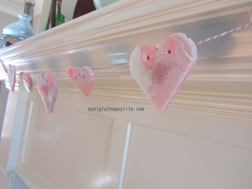 How to make a Valentine's Day Heart Banner | mybigfathappylife.com