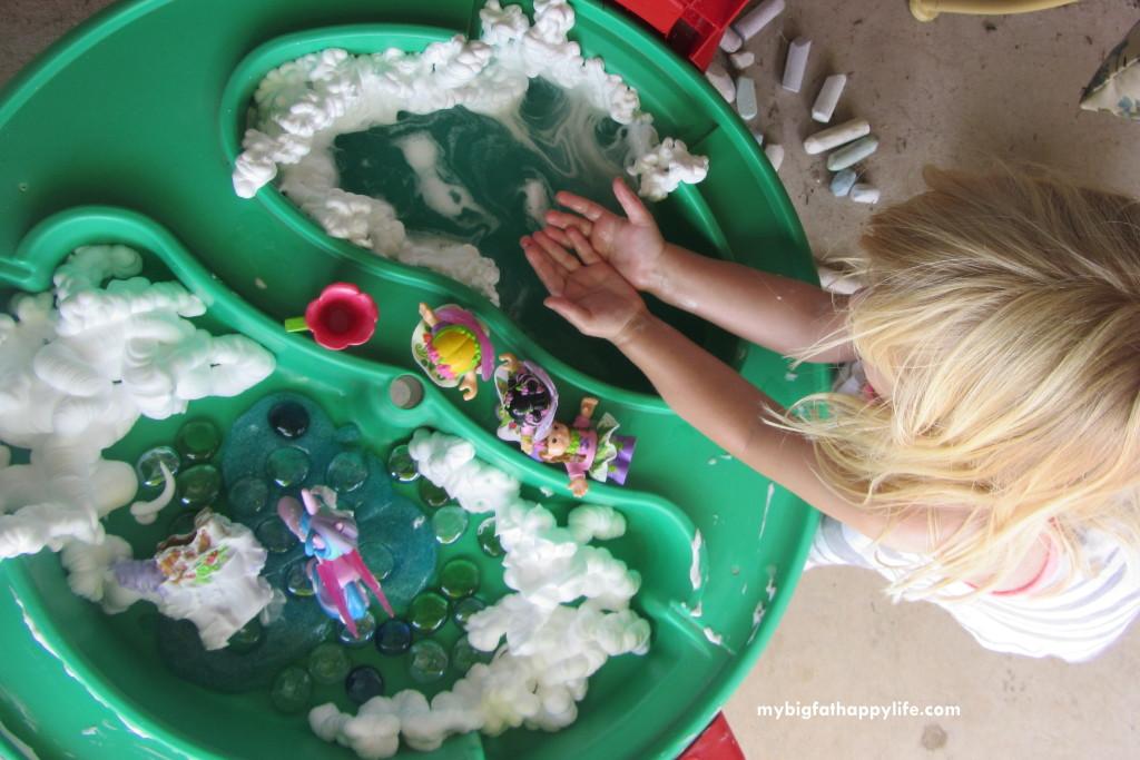 Fantasy Small World Play #imaginativeplay #Kidsactivities #messyplay | mybigfathappylife.com