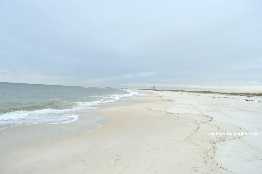Our Favorites Places in Gulf Shores, Alabama including the beach, Fort Morgan, Tacky Jacks and Doc's RV Park | mybigfathappylife.com