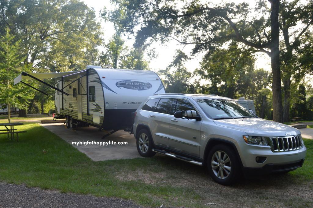 Jeep towing Camper #ad | mybigfathappylife.com