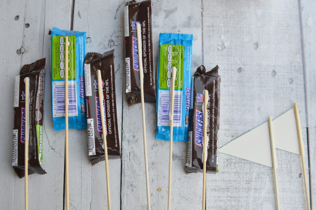 How to Make a Game Day Candy Bouquet with SNICKERS® #ScoreatCVS #ad | mybigfathappylife.com
