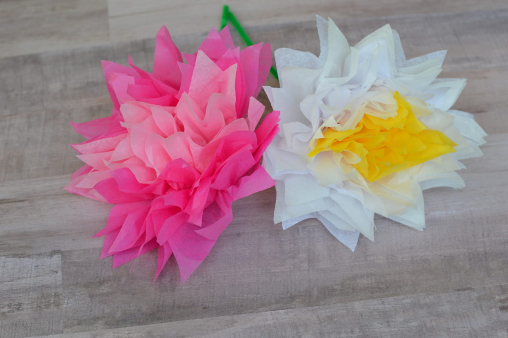 Make your mom a special gift, a bouquet of tissue paper flowers, for Mother's Day including DIY, easy to follow directions. #MakeHerMothersDay #ad
