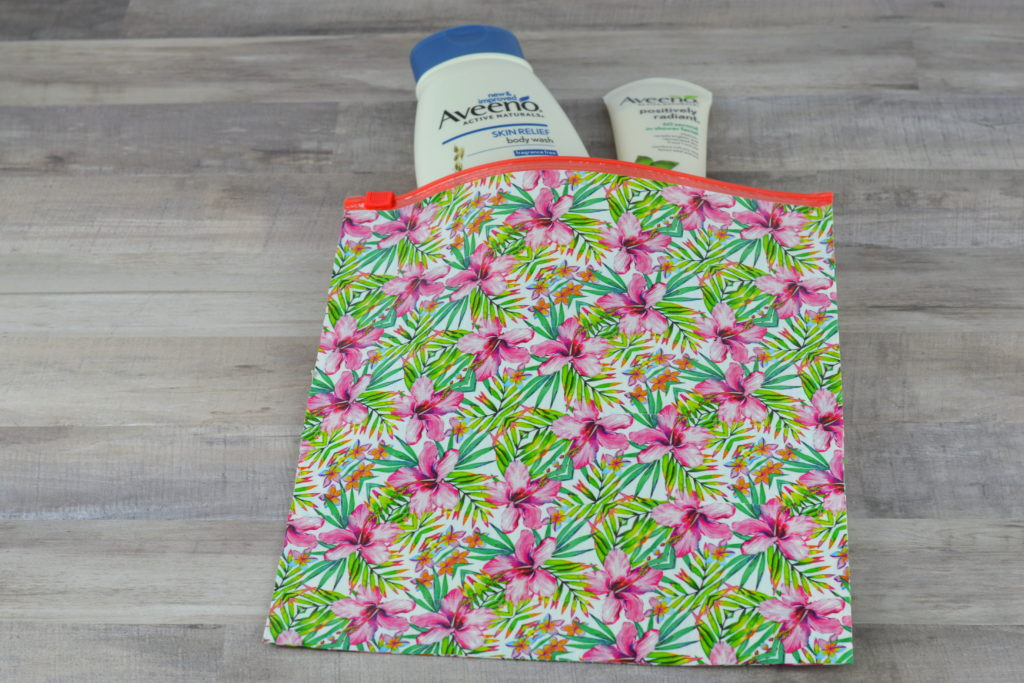 DIY Travel Bag / Toiletries Bag - Keep all your toiletries in one place with this DIY travel bag tutorial. This project is easy enough for anyone while still ending up with a beautiful, functional bag. #ad | mybigfathappylife.com