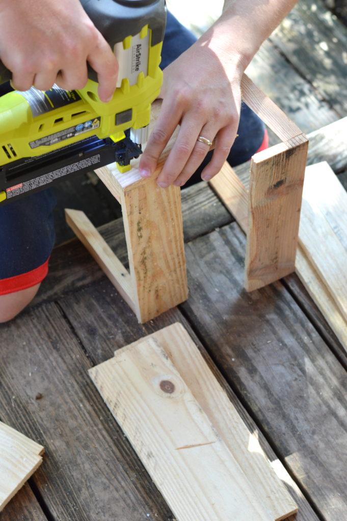 DIY Apple Crate + Preparing Your House for the Holiday Season #DIYHolidayWithSCJ #ad   mybigfathappylife.com