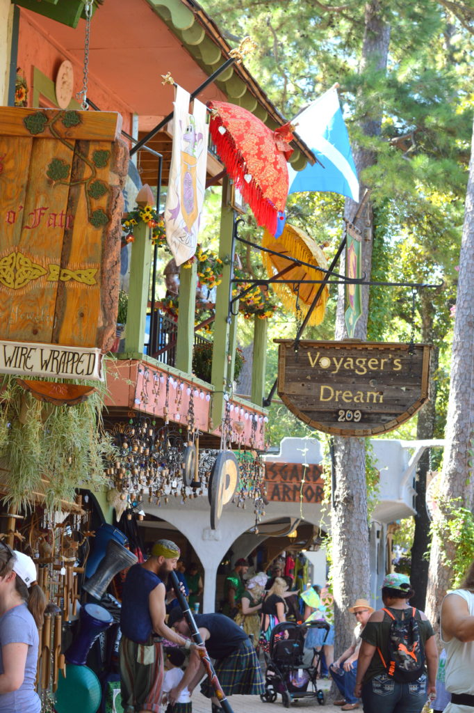 7 Tips for Visiting the Texas Renaissance Festival #texrenfest #hosted   mybigfathappylife.com