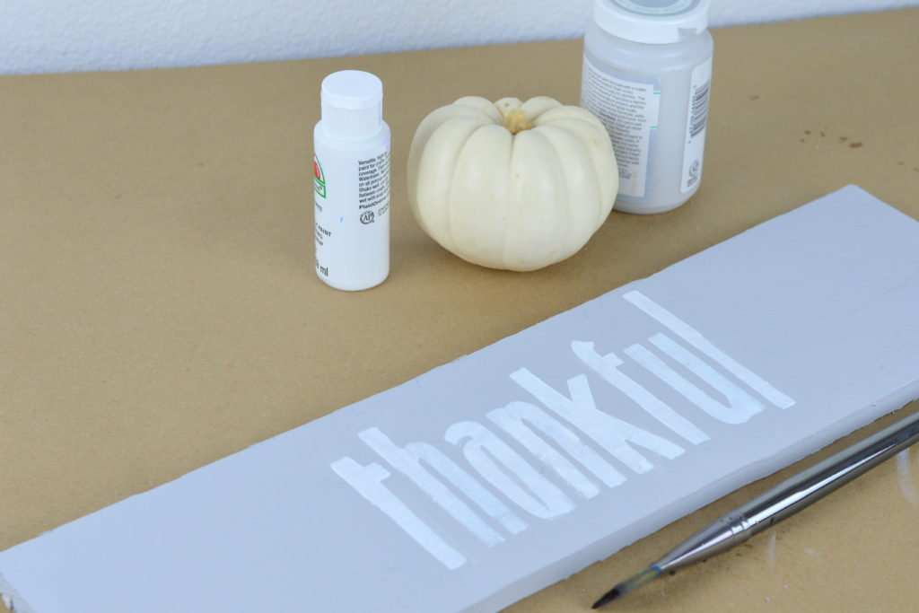 How to Make a Thankful Sign from a Pallet | mybigfathappylife.com