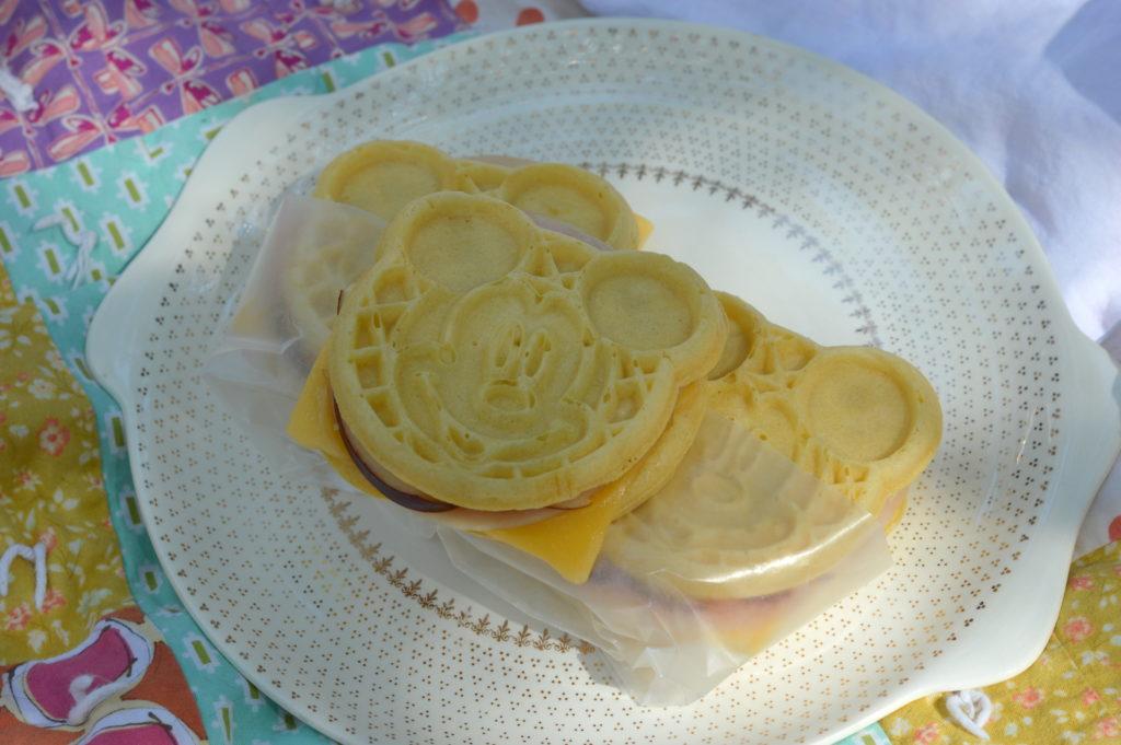 Turkey, Apple and Gouda Faux Panini with Honey Mustard Maple Mayo #LeggoMyEggo #HeartheNews #ad   mybigfathappylife.com