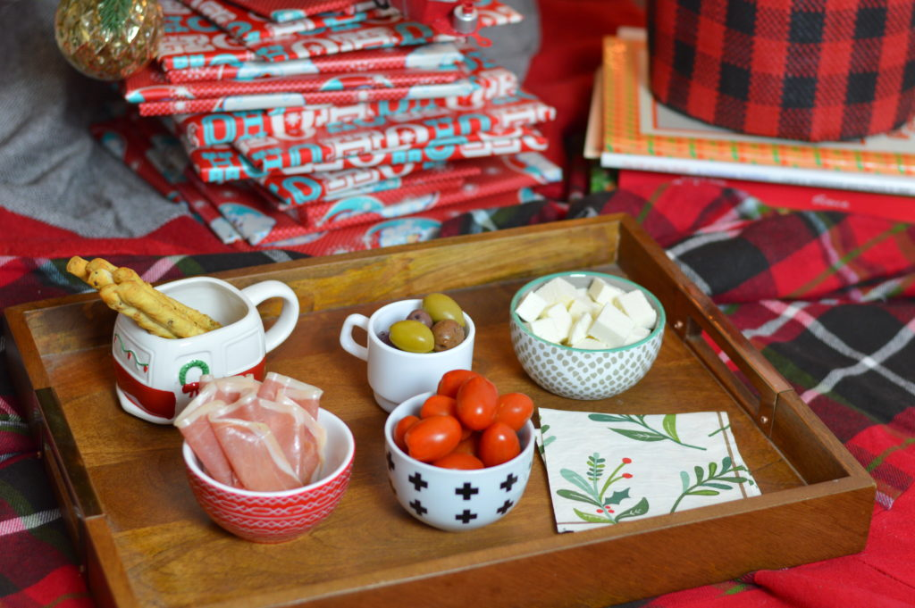 Focus more on spending quality time together with your family this holiday season by creating memories while having a picnic under the tree. #MyItalianMoment #ad | mybigfathappylife.com